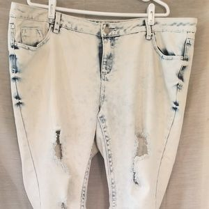 Almost Famous distressed Jean's sz20